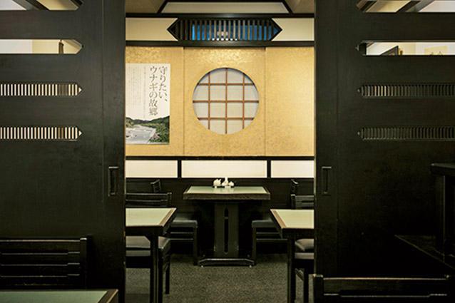 2階には、扉で仕切れば最大10名まで利用できる個室が。
