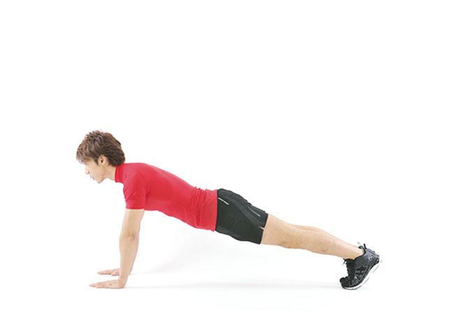 <b>Step 1</b><hr style='margin-bottom: 20px'>両手は肩の真下に、両脚が伸びた所でつま先立ちになる。このとき、お尻が下がらないように、お腹に力を入れて姿勢をキープ。