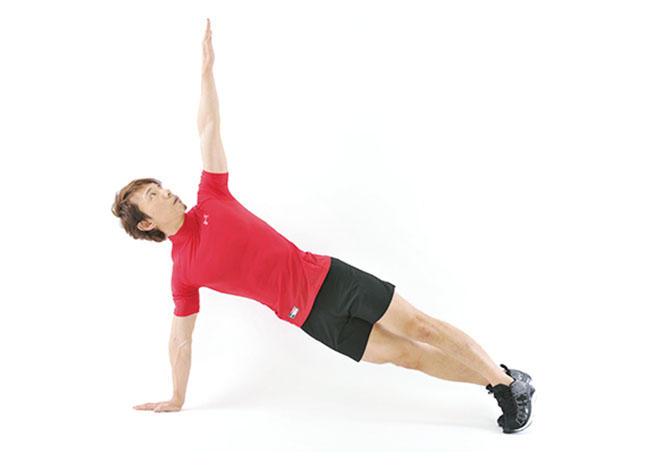 <b>Step 2</b><hr style='margin-bottom: 20px'>左手を床から離し、左半身をうしろにひねりながら左手を天井に伸ばし、一番上で5秒間キープ。