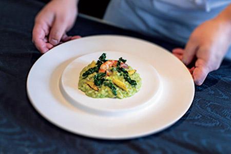 今回、総料理長のアルベルト・クツィットさんに習ったのは、沖縄食材を使ったリゾット。