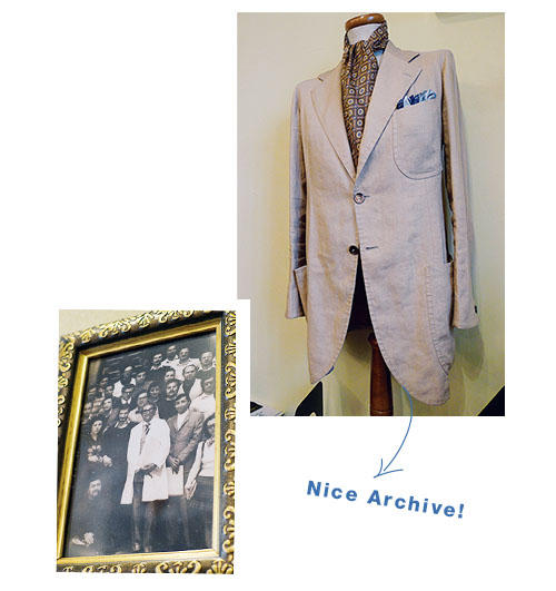 <b>Nice Archive!</b><hr style='margin-bottom: 20px'>宿泊したB&Bのオーナーから譲り受けたランバルディ教授愛用のアイリッシュリネンのジャケットを店内に展示。ヴィンツェンツォ・アットリーニの仕立てに心酔したといわれる、名サルトのウーゴ・マッサの仕立てだ。白衣を着た人物が伝説の医学教授、ランバルディ氏。