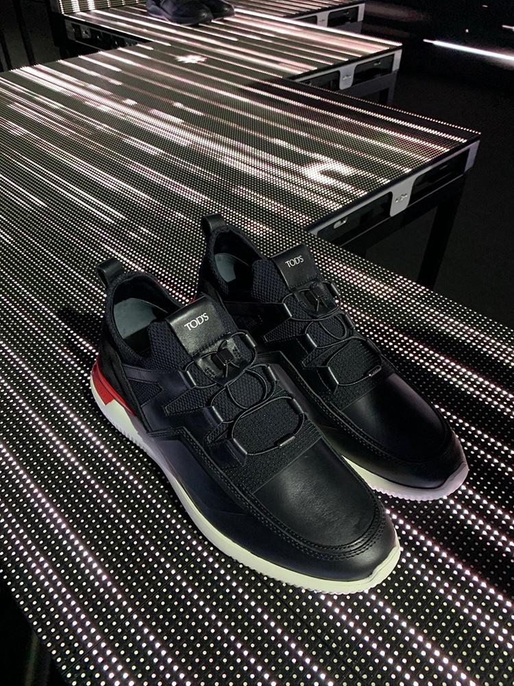 こちらが新作の「Shoeker #3」。ドレス靴のような細身のトウで大人っぽく履ける。