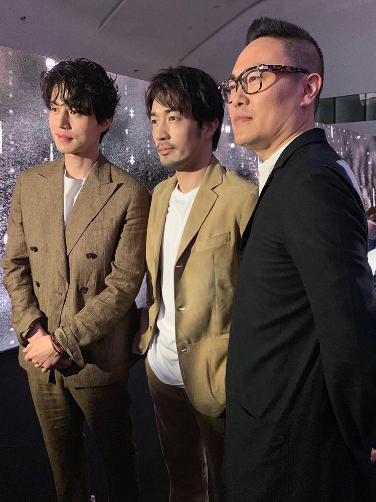 右から、クリエイターのヨン氏、大谷亮平さん、香港の俳優リー・ドンゴンさん。