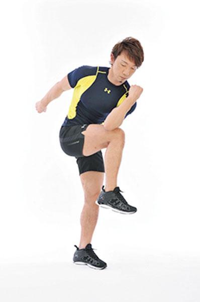 <b>Step 3</b><hr style='margin-bottom: 20px'>一旦、1の体勢に戻ってから反対側も同様に行う。1回の動作ごとにスタートポジションで上体を一度しっかりと伸ばすことが大切。