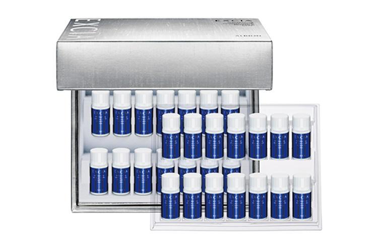 <b>For Daily Self Care 01</br>集中ケアでくすみのない明るい顔色へと導く</b><hr style='margin-bottom:20px'>独自の高浸透型コウジ酸の力で、かげりのない肌へと導く28日間の集中美容液。エクシアALホワイトニング イマキュレート エッセンス MXC 1.5?×28個 2万5000円〈医薬部外品〉(アルビオン)