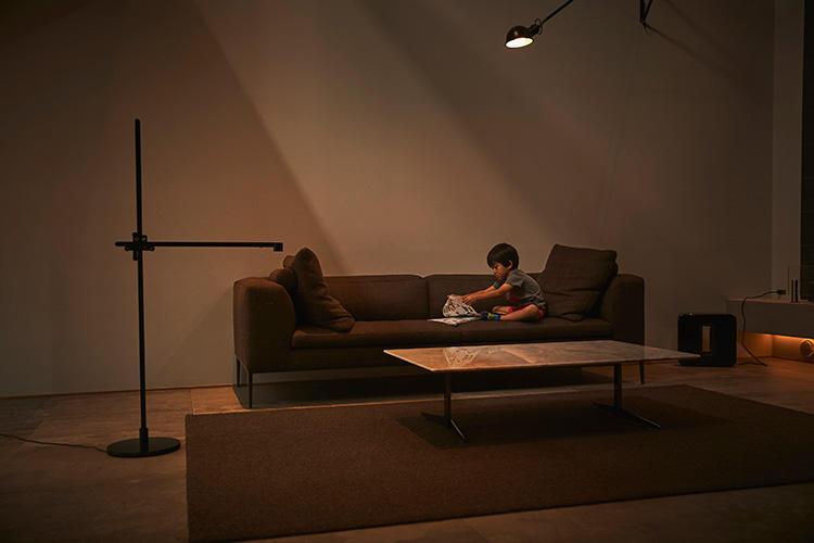 ライトには人の動きを感知するセンサーがあり、一定時間離れると自動で照明が消える。