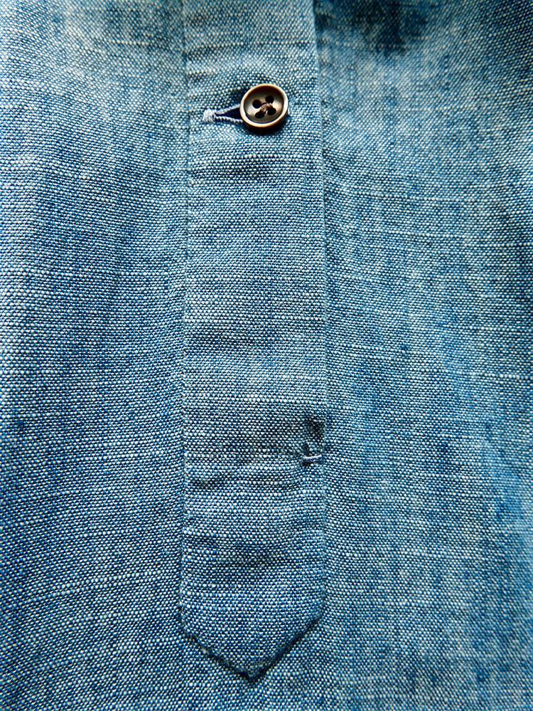 Hand sewn sleeve placket </br> カフのプラケットも手縫い。