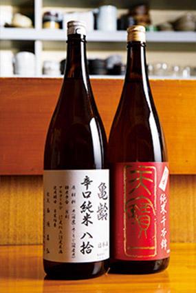 お酒のメニューは広島を中心とした日本酒、ワイン、ハイボールなど。