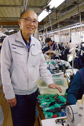 <b>Good Owner!</b><hr style='margin-bottom: 20px'>1945年生まれの福田社長。昭和45年に鳥取県に移住し、日本におけるパンツ生産の栄枯盛衰を味わってきたプロだ。