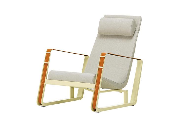<b>Vitra</b> ヴィトラ<br><b>シテ</b><br><small style='margin-bottom: 5px;'>デザイナー/ジャン・プルーヴェ 1930年発表</small><hr style='margin-bottom:20px;'><b>フランスの巨匠、初期の名作</b><br>20世紀を代表する建築家ジャン・プルーヴェ自身も自宅で愛用していたほどに、掛け心地は快適。スチール製のループ状構造がアームレストを兼ねていて、その優雅さが目を惹く。<br><small>幅680×奥行き950×高さ840�o、座面の高さ210�o。33万円〜(ヴィトラ)</small>