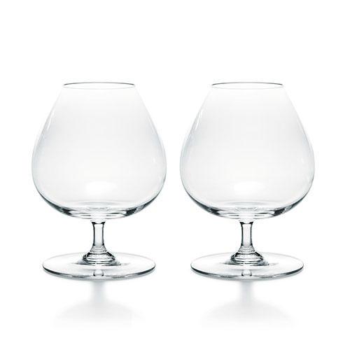 グラスはもちろん'王者のクリスタル'で<br> <hr> <b>バカラ「パーフェクションブランデーグラス」</b><p>コニャックなどの蒸留酒を味わうための理想的な形状を追求して作られた逸品。グラスのなかで、熟成された奥深い香りが花開く。2客セットで5万4800円(バカラショップ 丸の内)</p>