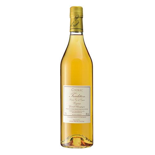 食後にはコニャックを<br> <hr> <b>ポールジロー「トラディション」</b><p>ブランデー最良の産地フランス・コニャック地方で酒造する老舗。伝統的な製法を守り作られるブランデーのなかでも入門の一瓶。7400円(ジャパンインポートシステム)</p>