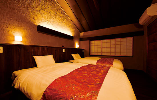 部屋によってベッド、または布団が選べる。最高品質だという寝具の寝心地も実に快適だ。