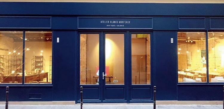 <b>アートとデザインのパリ・マレ地区</b></br>アトリエ・ブランマントが店を構えるマレ地区は、パリの中でも特にアートやデザインに関心の高いエリア。