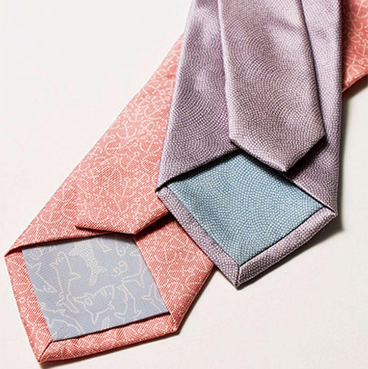 洋装でも楽しめる美しい江戸小紋を表現。