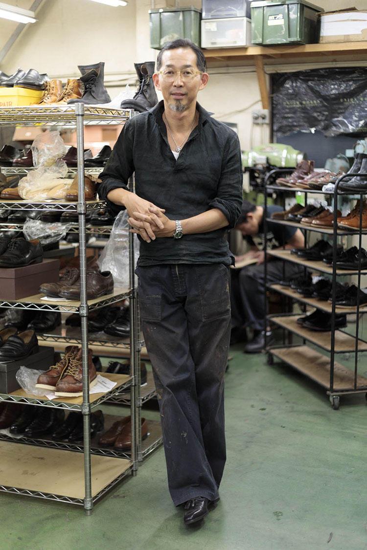 英国調の正統派のスーツも着こなす中川さんだが、作業着はやはりサマになる。ユニオンワークスの作業着はサウンドマンとのコラボによるオリジナルで、店舗やオンラインで販売されている。