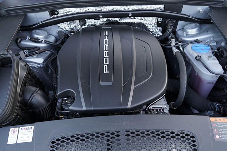 252PS/370Nmを発揮する、2リッター直4エンジンを搭載。JC08モード燃費は12.8km/L