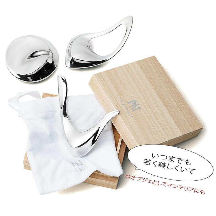 <for SHARE> 〜1万円未満<br><b>ナガエプリュスのマッサージツール「コリネット」 <br>3000円(左上)、各5000円(右上、下)</b><br>疲れが溜まりやすくてこり性な妻へ癒しツールを贈るならこれ。富山県、高岡の高度な鋳物技術と熟練職人の手磨きによるアルミ製リラクゼーションツールがぴったりだ。手のフォルムを模した握りやすく持ちやすいデザインが女性的。部屋のオブジェとしても◎。(ナガエプリュス)