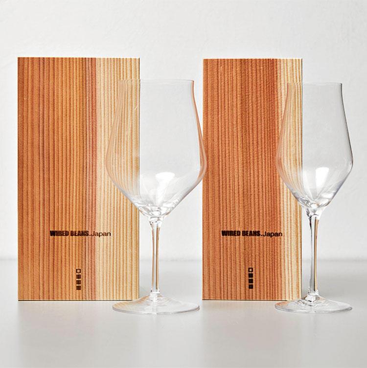 BEST3<br><for SHARE> 〜1万円未満<br><b>ワイヤードビーンズの生涯を添い遂げるグラスkシリーズ<br>左:8500円 右:7500円</b><br>割れたら破片を集めて木箱に入れてメーカーに送る。すると、再度グラスへと成形してくれる生涯保証付きのグラス(2回目以降は有料)。一生続く慶事のプレゼントに。