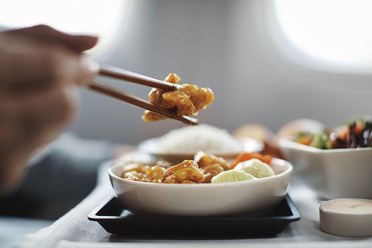 魅力的な機内食の体験が旅の良き思い出になる。
