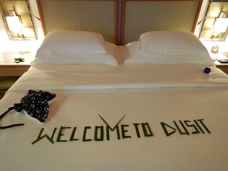 到着時のベッドには歓迎のサインが。