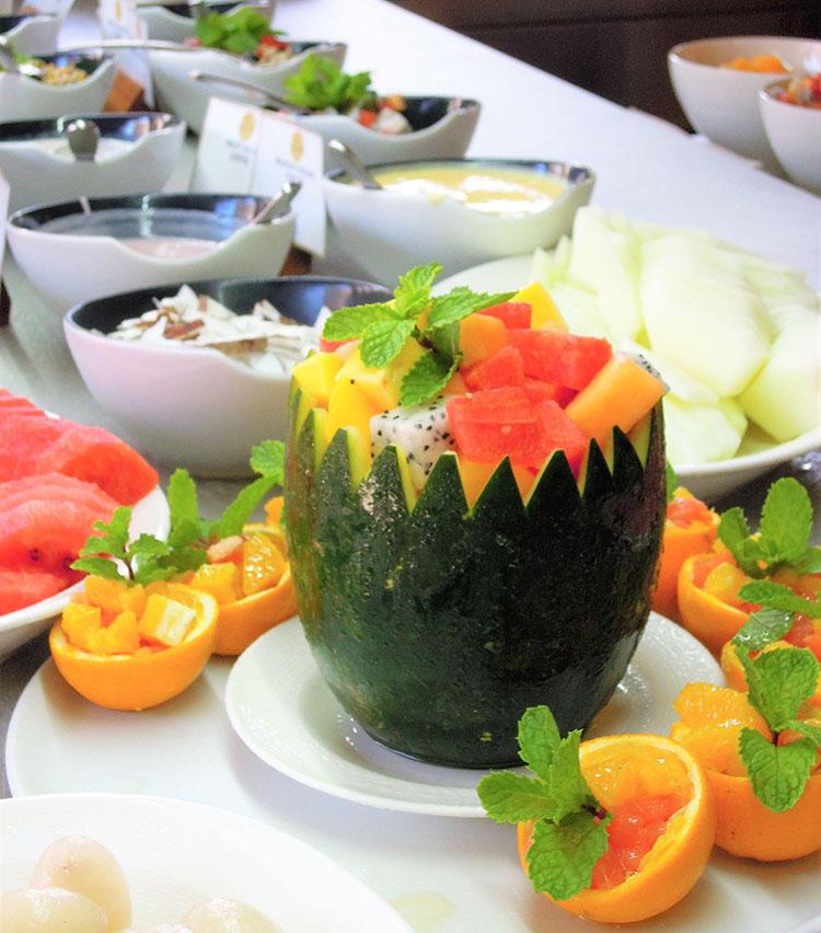フルーツ、サラダなどヘルシー志向の朝食も万全。