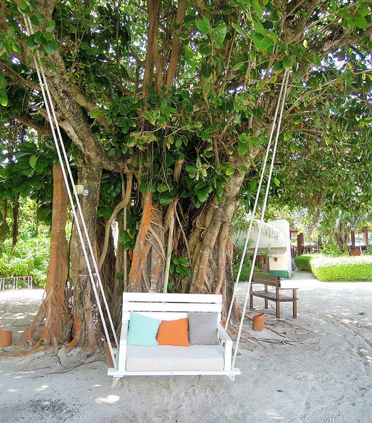 島内のあちこちに可愛らしい休憩場所が用意されている。