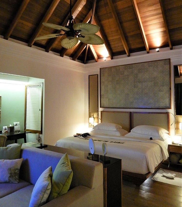 オーシャンヴィラの室内。お部屋はいずれも広々と開放感たっぷり。