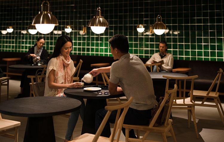 ラウンジ内はエリアによって雰囲気が異なるので、女性と二人ならシックな「ティー・ハウス」がよさそう。