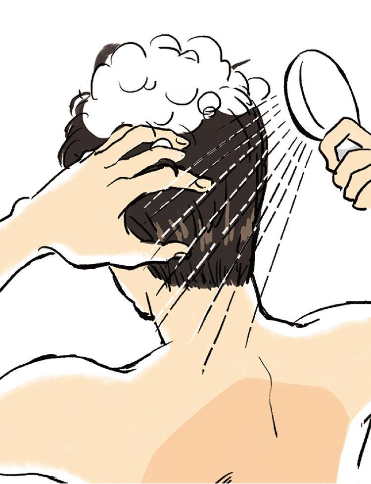 4:泡が残らないようにしっかりとすすぎを。襟足からもみあげ、前頭部、後頭部、頭頂部の順に、指を小刻みに動かして頭皮をやさしくマッサージするように洗い流すのがコツ。