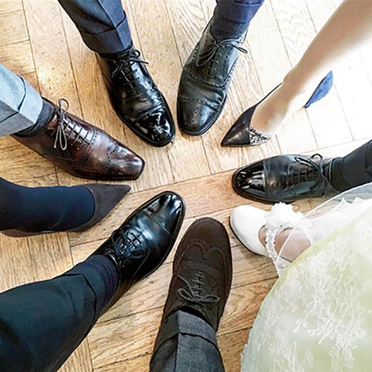 """オフ会で参加者の靴を集合させる""""集靴""""。印象的なポストがフォロワーを魅了する。"""