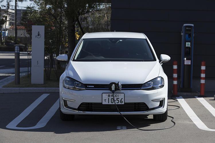 重要な充電ステーションの普及率。今後EVの鍵を握ることは間違いなし。