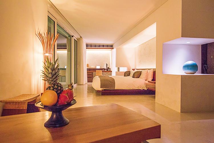 ヴィラは1ベッドルームタイプ(60Ⅱ)が4つと、2ベッドルームタイプ(100Ⅱ)が1つ。すべて専用プール付きという贅沢な造り。