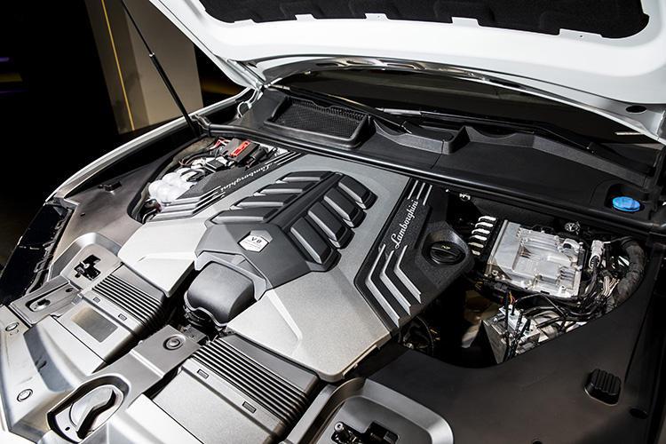 搭載するエンジンは4リッターV8ツインターボ。最高出力は650馬力、最大トルクは850Nm。乾燥重量2.2トン以下のボディとの組み合わせで驚異的な性能を発揮する。