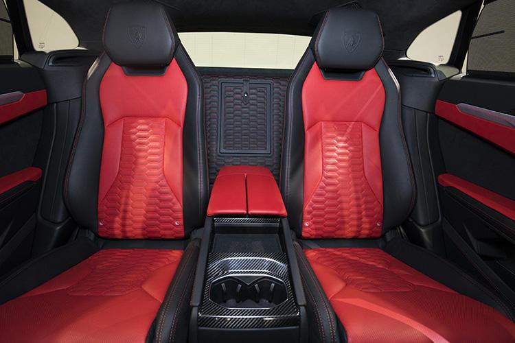 標準仕様の後席は3人掛けとなるが、ラグジュアリーモデルらしく、2座タイプのシートもオプションで用意される。