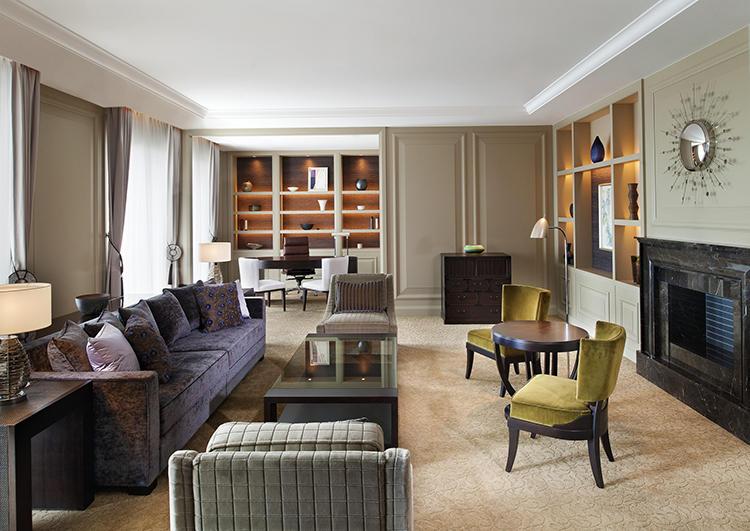 12階にある「セント レジス バー」では、ベントレーの世界観にインスパイアされたオリジナルカクテルを楽しむこともできる。