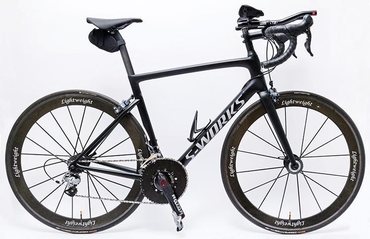 <b><font color=red>Specialised/スペシャライズド</font><br>憧れの選手愛用の名モデル</b><br>カリフォルニア生まれの自転車メーカーの人気モデルで、フレームとサドルに採用している。名選手ペテル・サガン愛用品というのが選んだ理由。パワーメーターも装備。