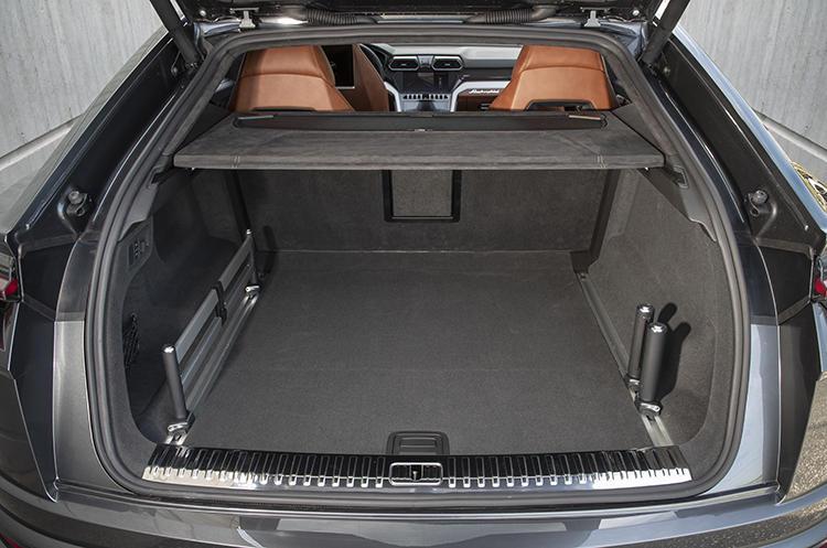 ラゲッジルーム容量は通常時で616リットルとなり、日常的に使うには十分なスペースを確保している。