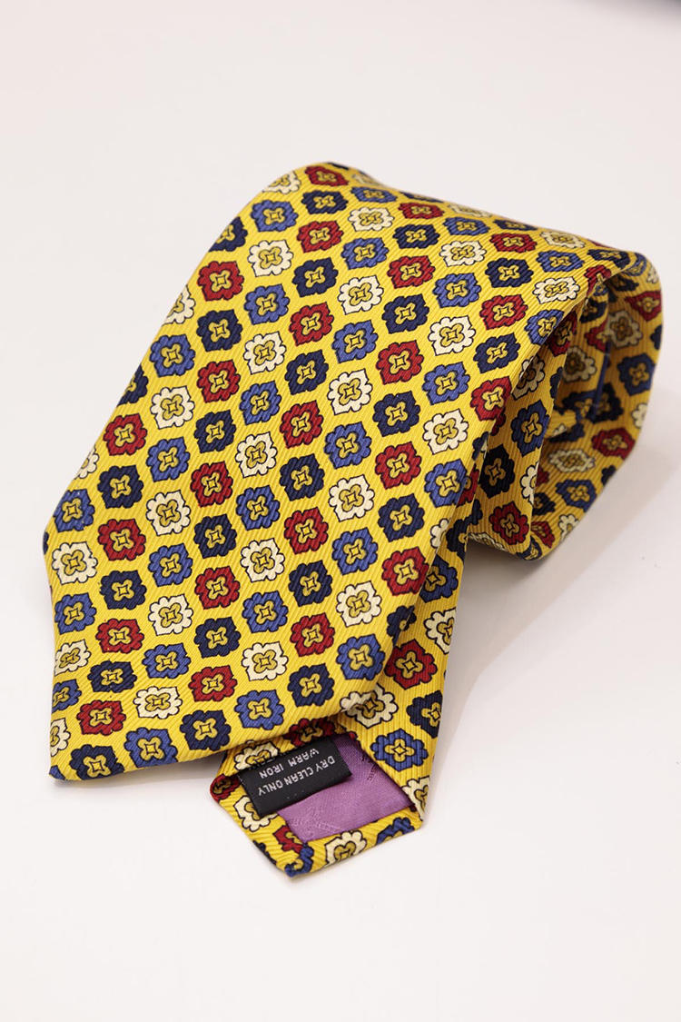 英国老舗ブランドのネクタイ。価格は840円(税込み)。「たぶん未使用ですね。イタリア製で、生地はおそらくデイヴィット エヴァンスのものだと思います」