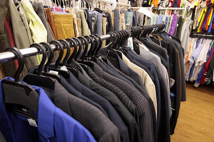 ブランドは玉石混交。なれど、スーツ、ジャケットは525円(税込み)など破格のものもたくさんあるので、サイズと好みがあえばお宝と言えるのでは?