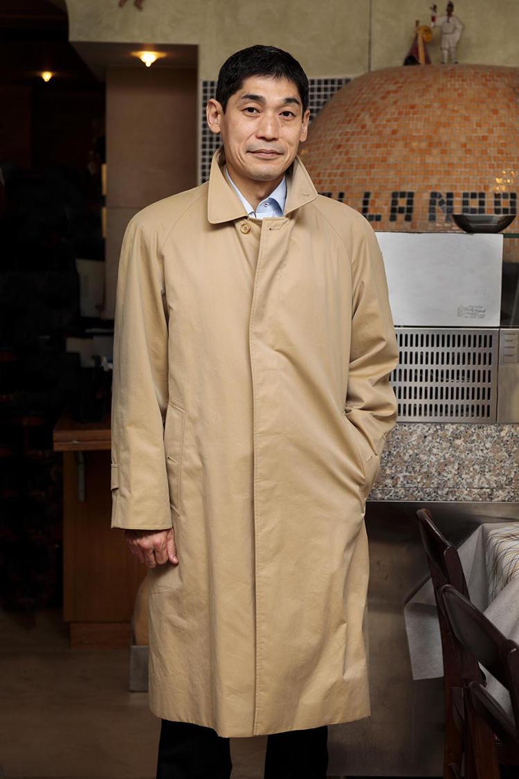 ライニングがなかったため、1050円で購入した英国老舗のコート。「英国老舗のコートは、年代、サイズに関わらず、見つけたら買うようにしています」。