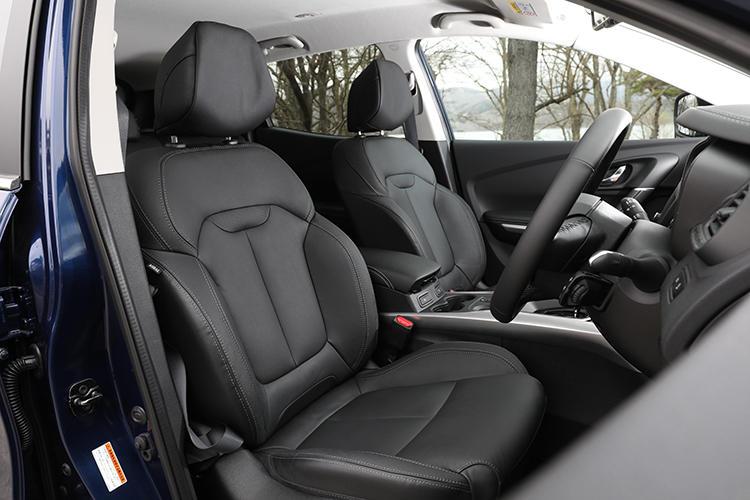 フルレザーシートを採用する。ボリュームのある造形は、ゆったりとした座り心地でロングドライブでも疲れさせない作り。