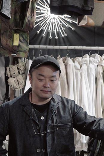 Good Owner !<br />「カプリ」オーナー兼バイヤーの田中聡介さん。その優しく丁寧な言葉で語られるヴィンテージ・アイテムは、商品情報に留まらず、仕入れた頃の思い出話なども含めて、一つの商品になっているかのよう。