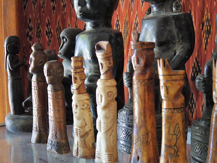 ツアーの最後に、希少な民芸品を扱うお店にも案内してもらった。織物、木彫りの人形、民俗調のアクセサリーなど、ユニークなアイテムにたくさん出会えるので、現地ならではの名品をお探しならば、ぜひ。