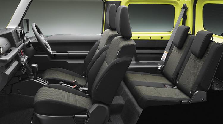 フロントシートはなんと10mmという細かいピッチでシートスライドが可能。これもどんな体型の人が座ってもベストなポジションが取れるようにと、実用性を重視しているから。後席にはシートリクライニング機構を備える。