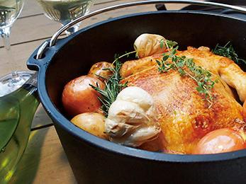 夕食はオプションで、BBQ、ダッチオーブン、薬膳鍋から選べる。質も量も充分。