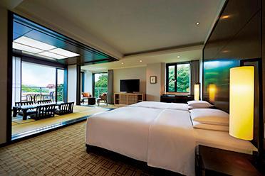 畳スペースを設けたスイートルームも。1泊1室2名利用8万4000円〜(ルームチャージ)