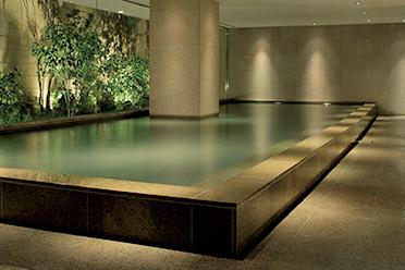 大涌谷の源泉を堪能できる大浴場。