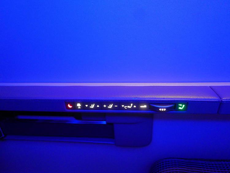 座席は無段階で、好きな角度に細かく調整可能。