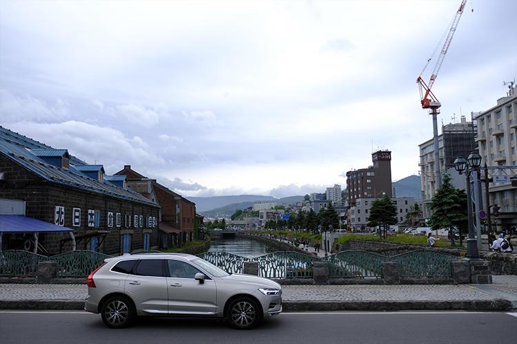 平日にもかかわらず観光客で賑わう小樽に到着。ナビの到着予想時刻も非常に優秀なのも助かった。一瞬だけ観光してから新千歳を目指す。